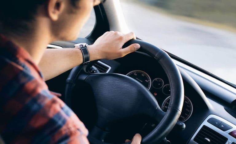 Școala de șoferi Ilfov Auto Vlad te înscrie la cursuri auto și moto dacă ai împlinit cel puțin 17 ani și 9 luni și vrei să dobândești experiență pentru reușita la examenul teoretic si testul practic de conducere pentru permis categoriile B și A. • Ne adaptăm nevoilor fiecărui elev • Te învățăm traseul de examen • Îți punem la dispoziție chestionare • Te ajutăm cu dosarul La Școala de șoferi Ilfov Auto Vlad avem instructori auto cu multă răbdare, care sunt și pedagogi buni. Profesorii de legislație și instructorii au to ai școlii noastre sunt monitorizați în permanență de către directorul școlii pentru a-și îmbunătăți în mod constant performanța. În plus, cum părerea ta contează pentru noi, după fiecare ședință de conducere, ai ocazia să îți evaluezi instructorii! Înscrie-te acum!